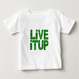 緑の子供のTシャツの上のそれは住んでいます ベビーTシャツ