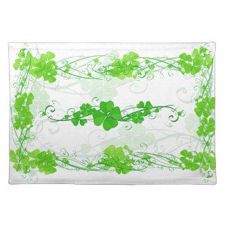緑の幸運なシャムロック ランチョンマット