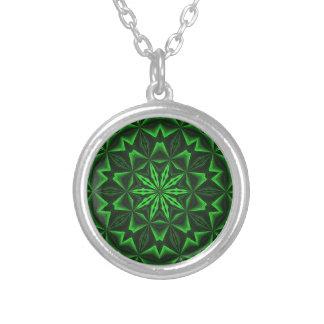 緑の抽象芸術 シルバープレートネックレス