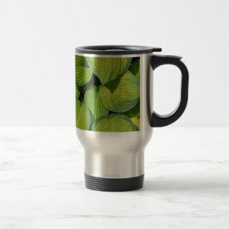 緑の春のhostAの植物の葉 トラベルマグ