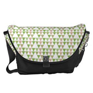 緑の木の緑葉カンランの緑の草木の三角形の幾何学的なモザイク メッセンジャーバッグ