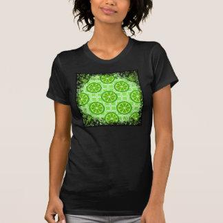 緑の正方形のタイルの明るい夏の柑橘類のライム Tシャツ
