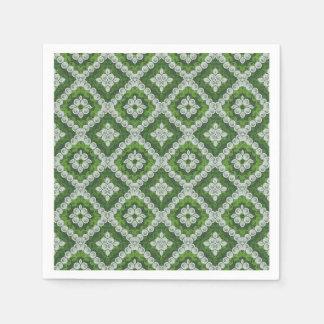 緑の白いルネサンスの渦巻のナプキン スタンダードカクテルナプキン