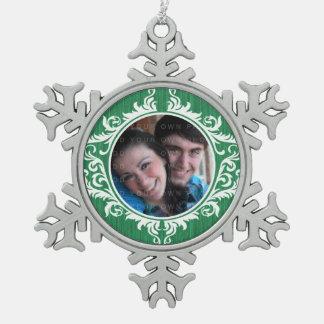 緑の素朴な渦巻の休日の写真のオーナメント スノーフレークピューターオーナメント