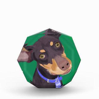 緑の背景のかわいいドーベルマン犬の組合せ犬 表彰盾