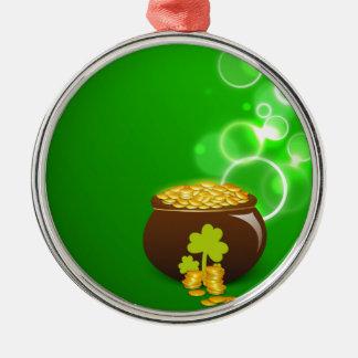 緑の背景のクローバーそして金の壷 メタルオーナメント