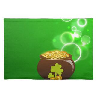 緑の背景のクローバーそして金の壷 ランチョンマット