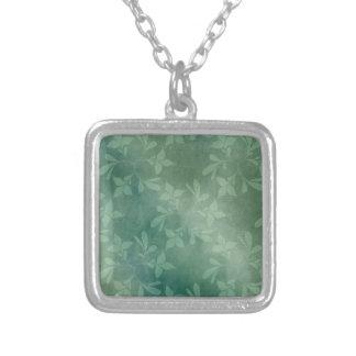 緑の背景 シルバープレートネックレス