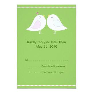 緑の背景RSVPカードを持つ愛鳥 カード