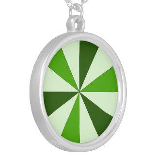 緑の色合い シルバープレートネックレス
