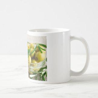 緑の葉およびローズマリーを持つ凹められたオリーブ コーヒーマグカップ