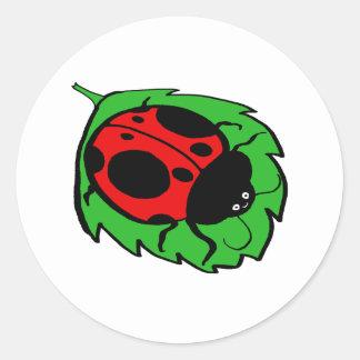 緑の葉の微笑のてんとう虫 ラウンドシール