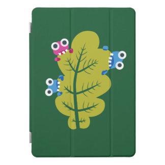 緑の葉の食べる人のかわいい漫画の虫 iPad PROカバー