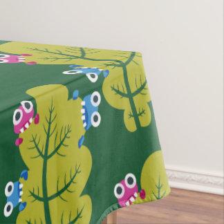 緑の葉を食べているかわいい虫のパターン テーブルクロス