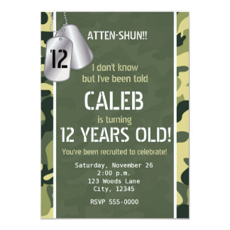 緑の軍隊のドッグタッグのカムフラージュのパーティの招待状 12.7 X 17.8 インビテーションカード
