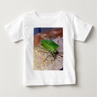 緑の野菜虫 ベビーTシャツ