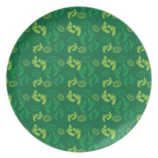 緑の鬼の足のかわいいパターン プレート