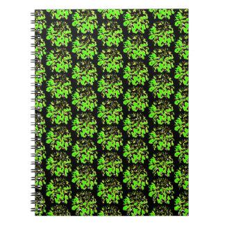 緑の黒い花のダリアの花模様 ノートブック