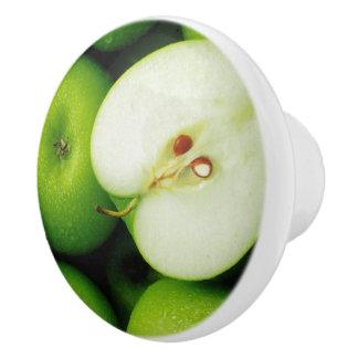 緑のAppleの食器棚または引出しのノブの引き セラミックノブ