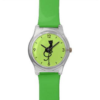 緑は優雅で邪悪な黒猫を紐で縛ります 腕時計