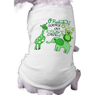 緑は皆でよい犬のワイシャツを見ます ペット服