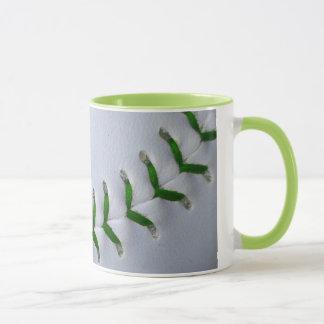 緑は野球/ソフトボールをステッチします マグカップ