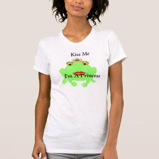 緑カエルは私によってがきらきら光るのプリンセスである私に接吻します Tシャツ