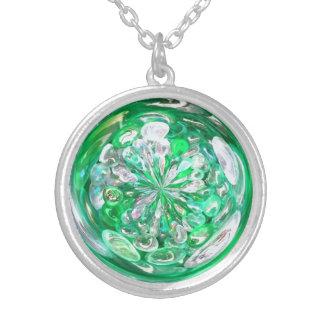 緑ガラスの水晶の泡効果 シルバープレートネックレス