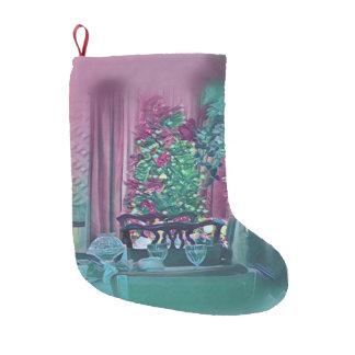 緑バラのワイングラスが付いているシックなクリスマスツリー スモールクリスマスストッキング
