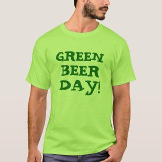 緑ビール日のライムグリーンのティー Tシャツ