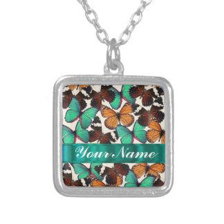 緑及びオレンジ蝶 シルバープレートネックレス