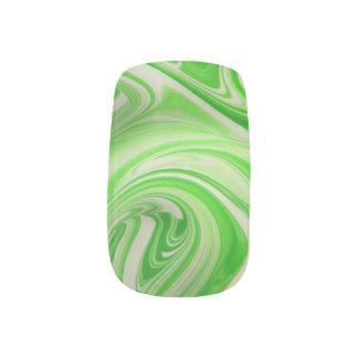 緑及び白い渦巻 ネイルアート