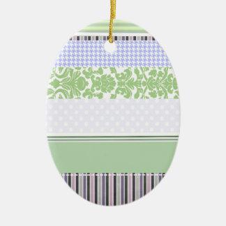 緑及び紫色のガーリーでストライプなパターン セラミックオーナメント