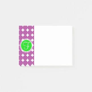 緑及び紫色の水玉模様のモノグラム ポストイット