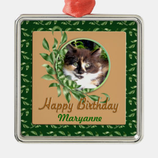 緑色の目のさらさの子ネコの誕生日のオーナメント メタルオーナメント