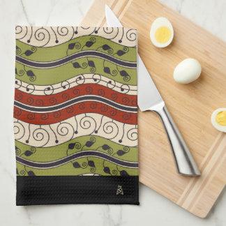 緑赤の渦巻そして波 + クリーム(モノグラム) キッチンタオル