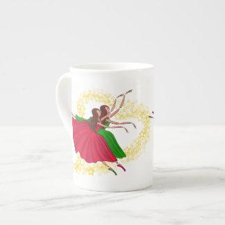 、緑跳んでいる、女の子のダンサー赤いおよび主演されたハート ボーンチャイナカップ