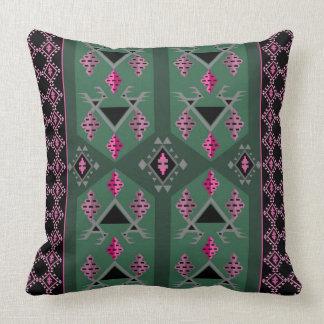 緑鳥およびブドウおよびピンクのkilimパターン クッション