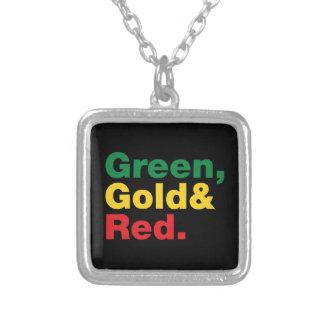緑、金ゴールド及び赤 シルバープレートネックレス