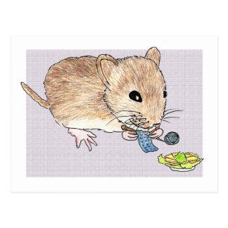 編み物の茶色のマウスの郵便はがき ポストカード