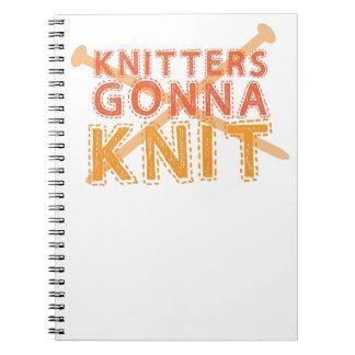 編むことを行く編機械(編み物針と) ノートブック