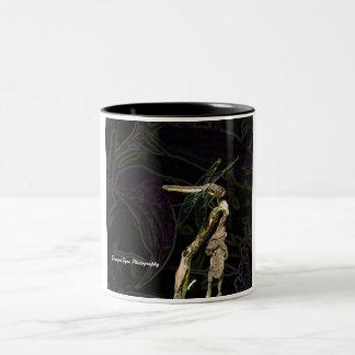編集されたトンボの写真が付いているトンボのマグ、 ツートーンマグカップ