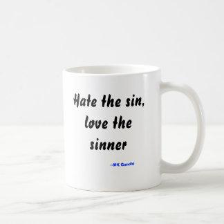 罪を憎んで下さい、罪人を愛して下さい、 --MK Gandhi コーヒーマグカップ