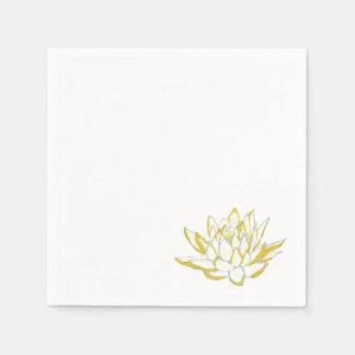 置かれる黄色いはす水彩画の紙ナプキン スタンダードカクテルナプキン