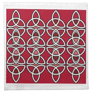 置かれるTriquetraの赤い及び銀製のナプキン ナプキンクロス