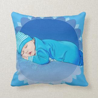 美しいかわいい幼児男の赤ちゃんの絵の枕 クッション