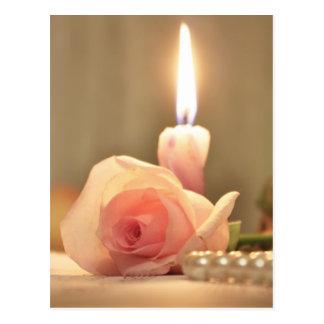 美しいのトリートメントピンクのばら色および蝋燭 ポストカード