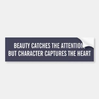 美しいの捕獲物の注意のキャラクターはハートをつかまえます バンパーステッカー