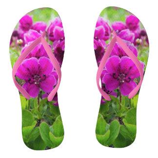 美しいの紫色の花 ビーチサンダル