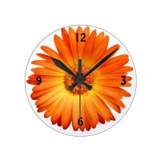 美しいオレンジおよび黄色のガーベラのデイジー ラウンド壁時計